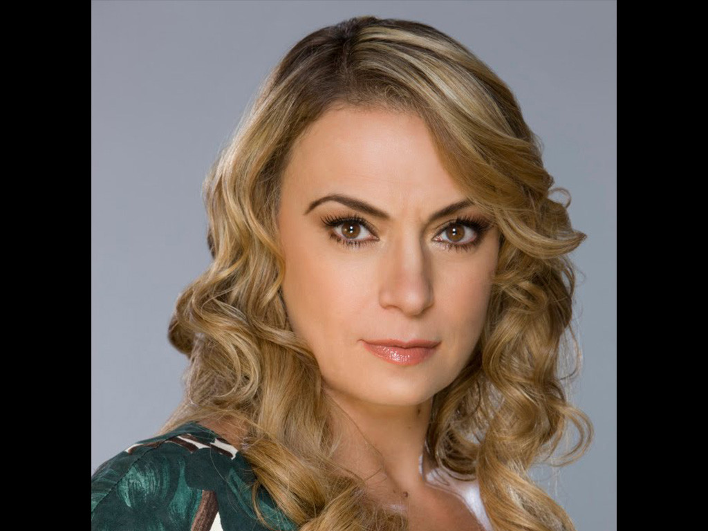 Dobrina Cristeva as Belinda