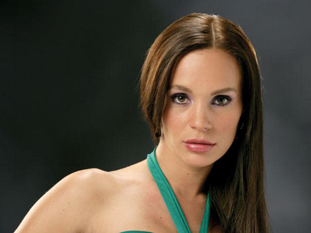 Jessica Coch as Tania Casanova