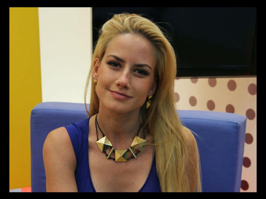 Altaír Jarabo as Diana Montero