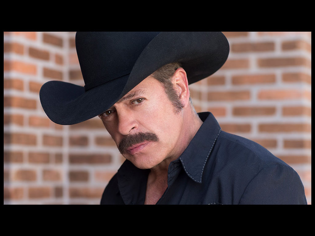 Sergio Goyri as Fausto López Guerra